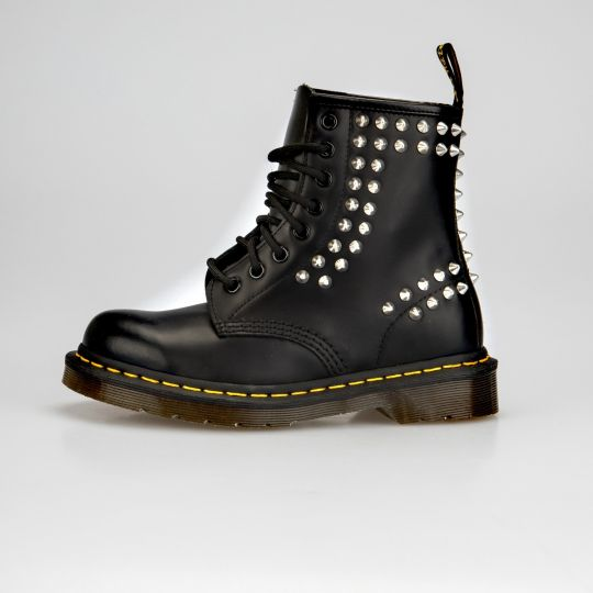 Dr. Martens Beat Point Studs