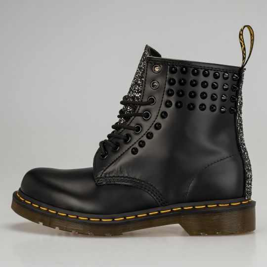 Dr. Martens Total Black Runaways Studs